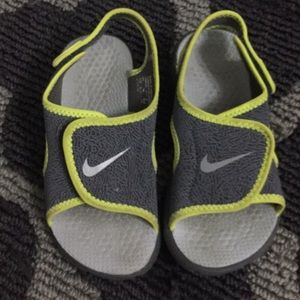 nike sandals good condition